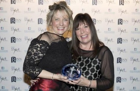 Emma Niven of Loch Leven's Larder receiving the Perthshire Advertiser Independent Retailer of the Year Award from Lynne Cox