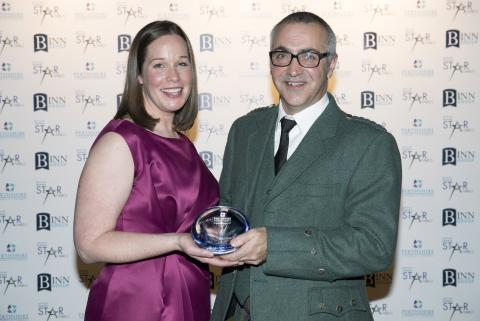 Pete Iannetta of The James Hutton Institute receiving the Blackadders Excellence in Business Innovation Award from Joanne Grimmond